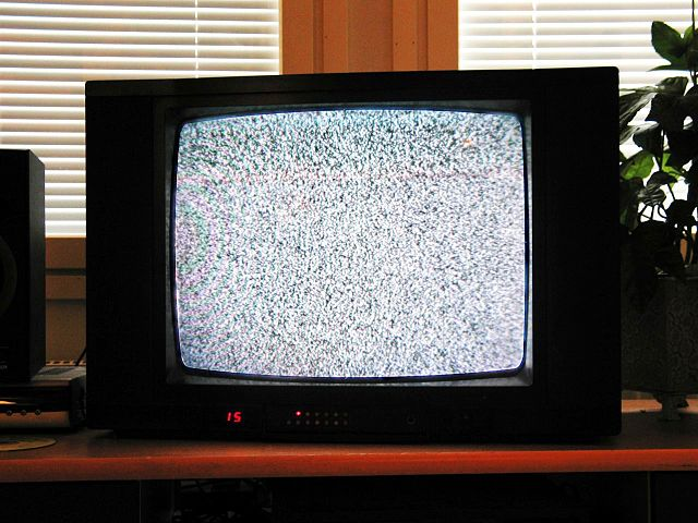 Bild på en TV-apparat med myrornas krig