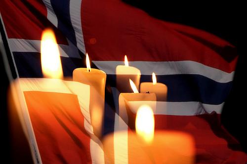 Norsk flagga med stearinljus
