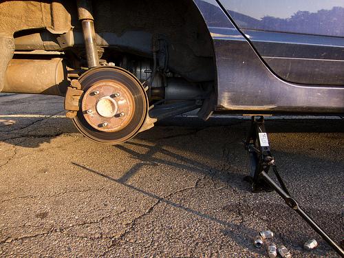 Byta däck vid punktering